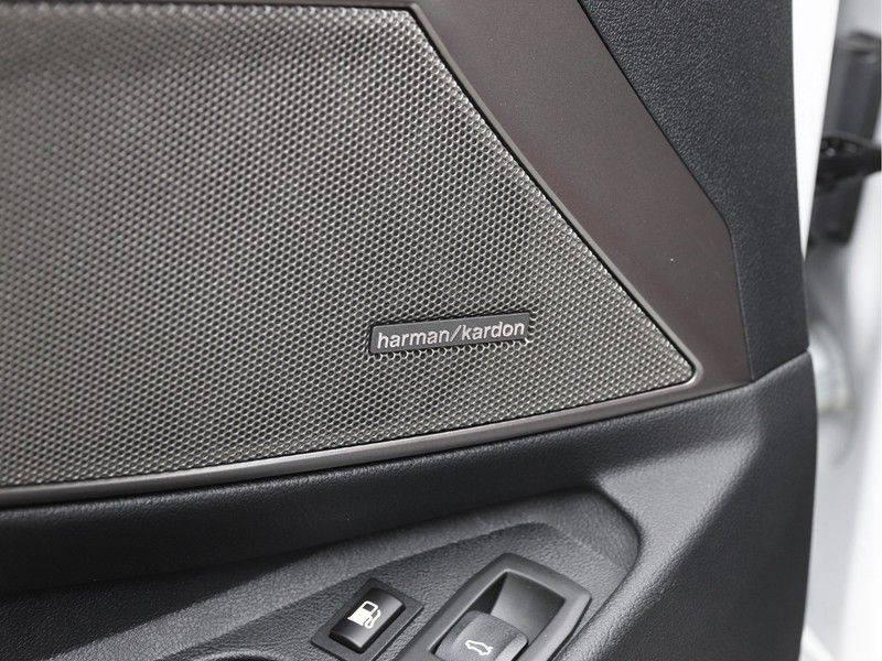 BMW 3 Serie 330e xDrive Touring High Executive afbeelding 17