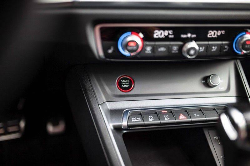 Audi RS Q3 2.5 TFSI Quattro *B&O / Pano / ACC / RS Sportstoelen / Sportuitlaat / Trekhaak* afbeelding 22