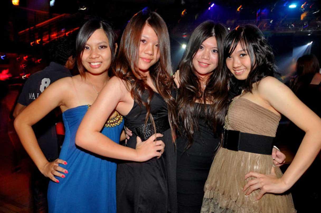 Wanita Malam Pattaya Suguhkan Berbagai Hiburan Menarik