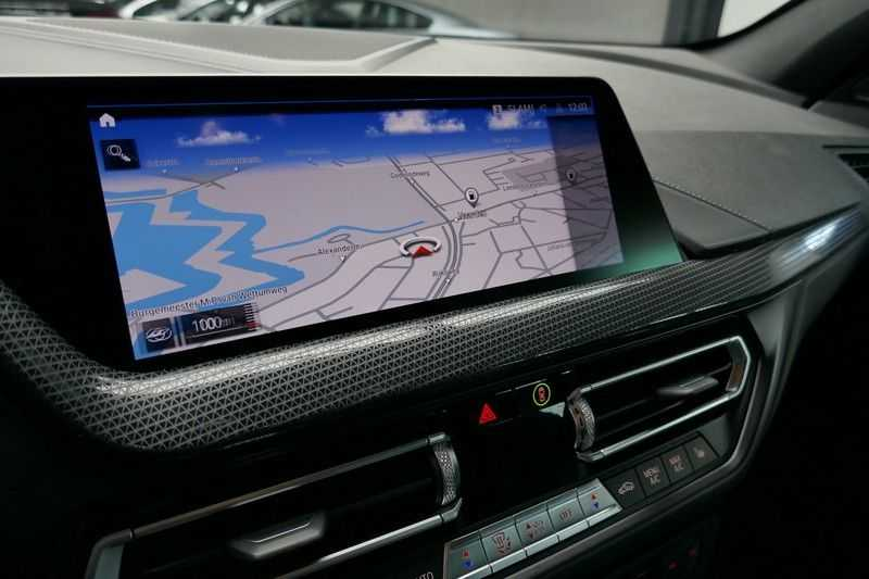 BMW 1 Serie M135i xDrive High Executive Virtual - Led - Panodak afbeelding 24