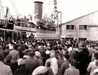 A warm welcome for the Hamefarers at Victoria Pier, 1960