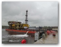 Shell Inde - Newcastle - Barge Stern-to  » Click to zoom ->