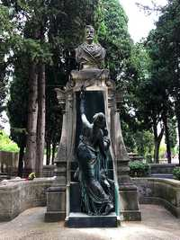 Tomb of Frédéric Bazille, made by the sculptor Baussan, in the Protestant cemetery of Montpellier (© Sapin88, CC BY-SA 4.0)