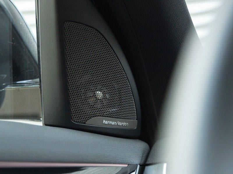 BMW X1 xDrive20i High Executive - Memoryzetel - Panorama - Trekhaak - Harman Kardon afbeelding 21
