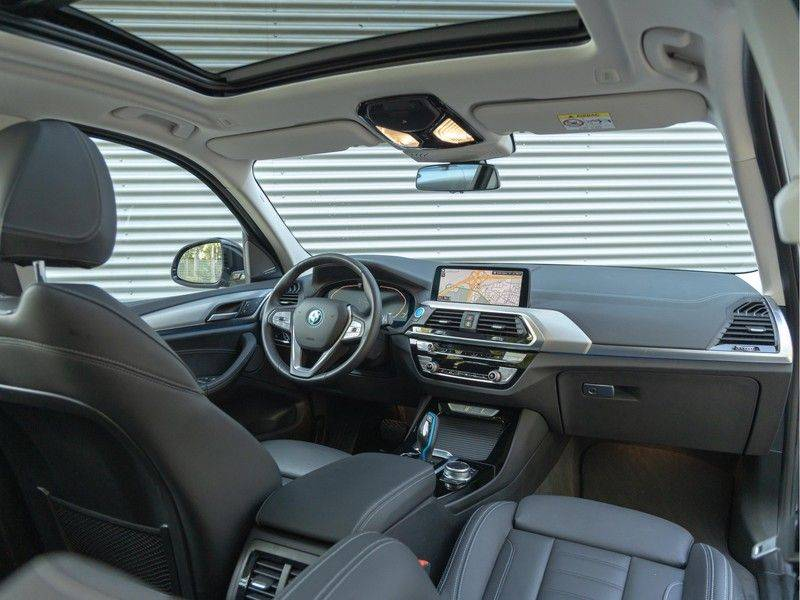 BMW iX3 High Executive - Direct Beschikbaar! afbeelding 3