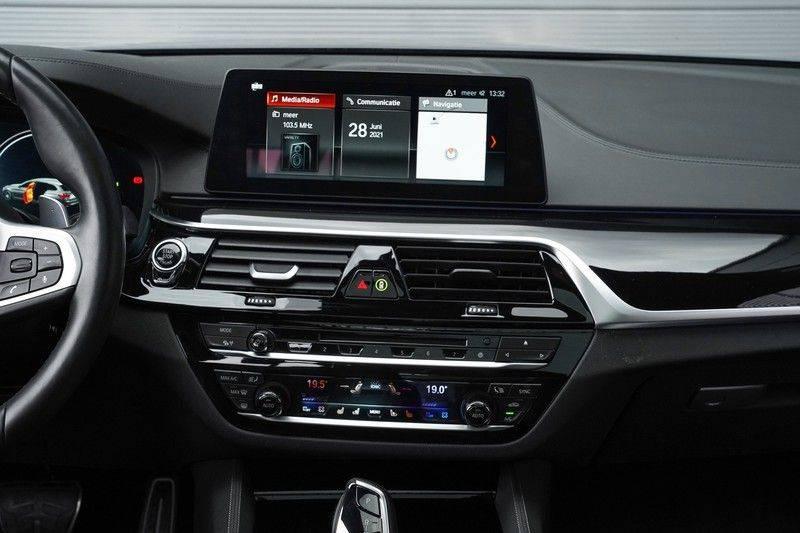 """BMW 5 Serie M550d X-Drive M-Pakket Shadow B&W Camera 360° Massage 20"""" afbeelding 19"""