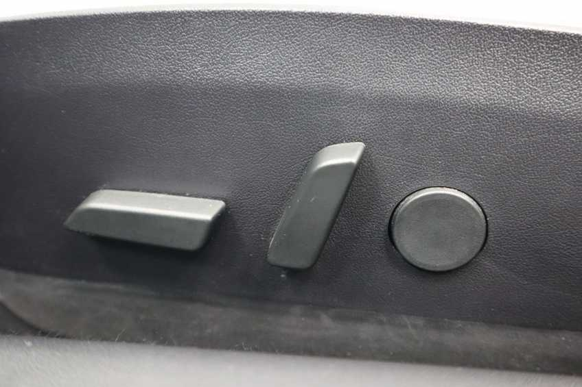 """Tesla Model 3 Long Range EX BTW 4% Bijtelling Navi Leder 18""""LM Blauw wit afbeelding 13"""