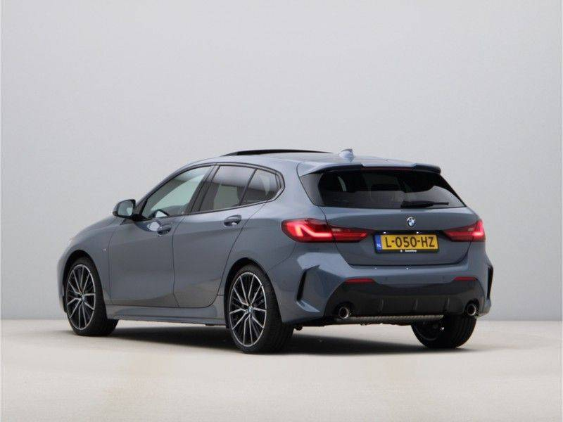 BMW 1 Serie 120i High Exe M-Sport Aut. afbeelding 11