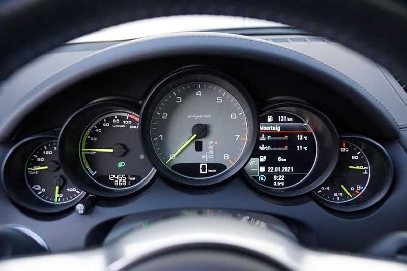 Porsche Cayenne 3.0 S E-Hybrid / Sport Chrono / Panodak / Trekhaak / Bose / Luchtvering / Sportstoelen afbeelding 3