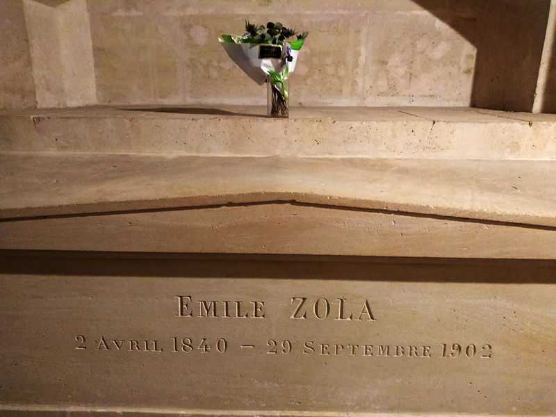 The tomb of Émile Zola at the Panthéon in Paris. (© Lucas Werkmeister, CC BY 4.0)