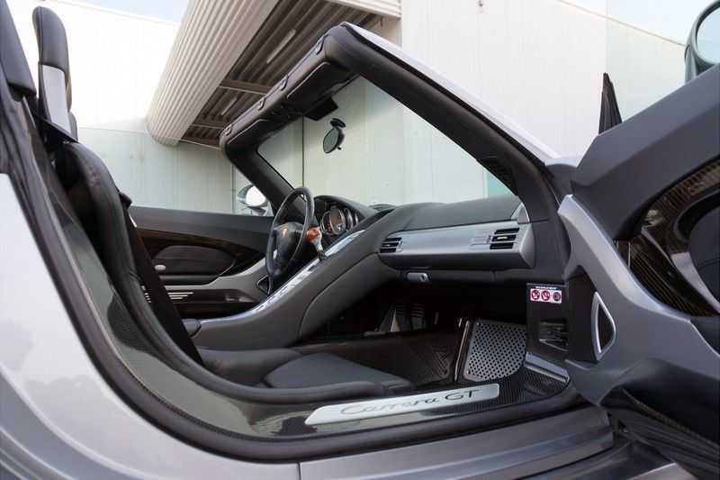 Porsche Carrera GT 5.7 V10 1 of 1.270 afbeelding 4