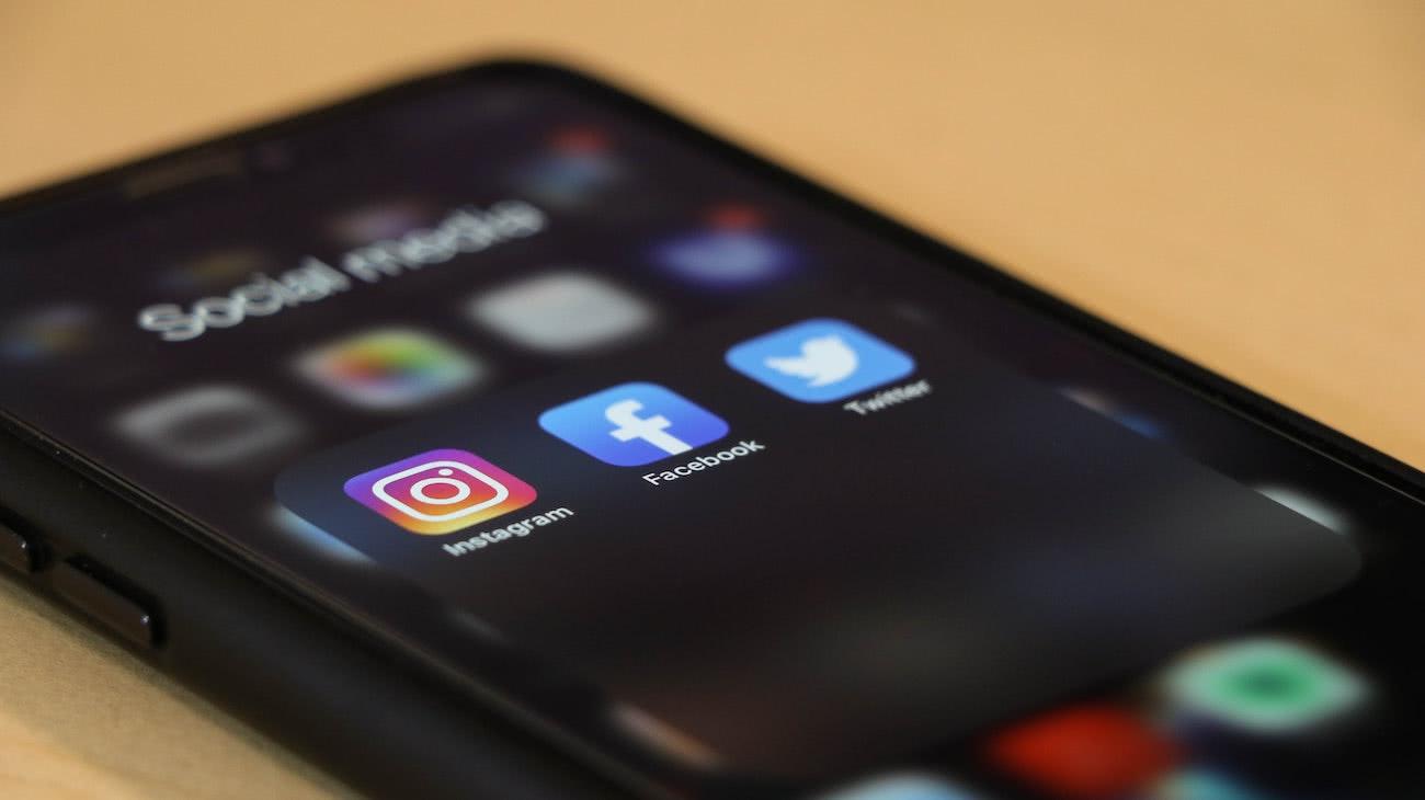 Hati-hati dengan jebakan media sosial