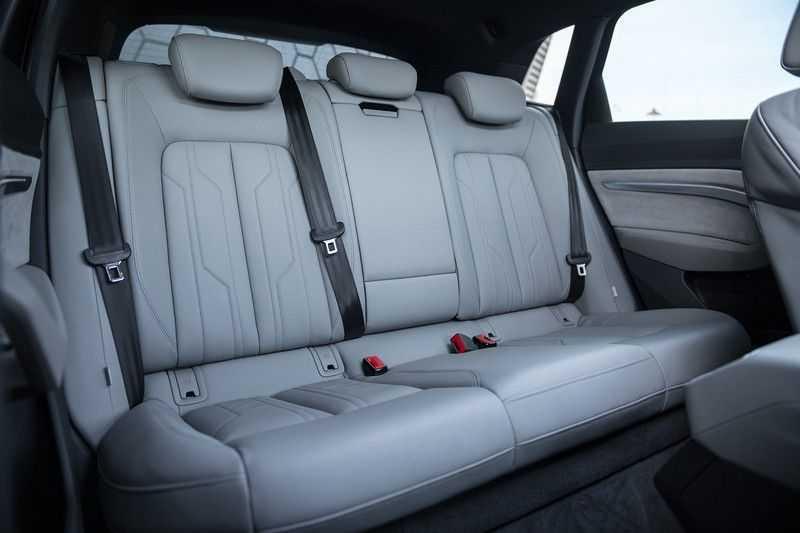 "Audi e-tron e-tron 55 quattro advanced Pro Line S 4% bijtelling!! DEC. 2018!! € 146,- netto bijtelling pm! Head-up + B&O etc. Tot januari 2024 4% bijtelling!! Prijs inclusief 22"" velgen afbeelding 14"