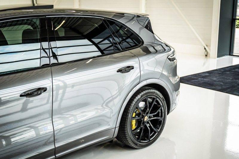 Porsche Cayenne 4.0 Turbo   Head-Up   Carbon   Panorama   3D Camera   BOSE   Trekhaak   Afwijkende stikselkleur   Stoelventilatie   NP 252.000! afbeelding 8