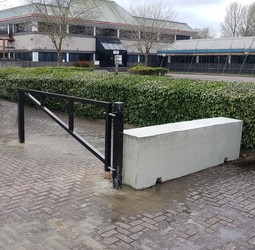 3m manual arm barrier and 3m concrete barrier