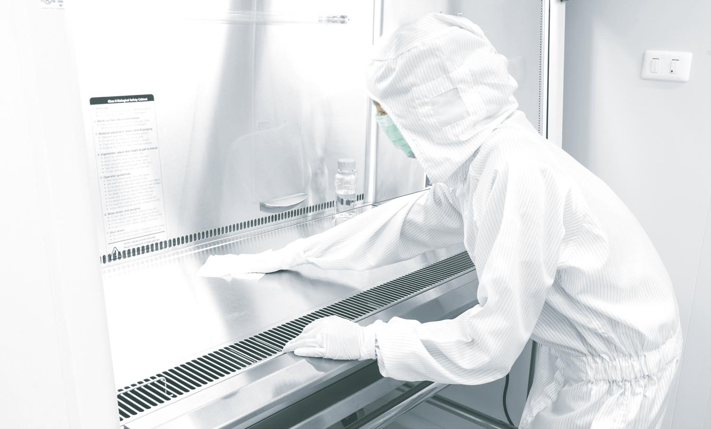 Nettoyage de conduits pour la désinfection de bâtiments professionnels dans le cadre du coronavirus (COVID-19).