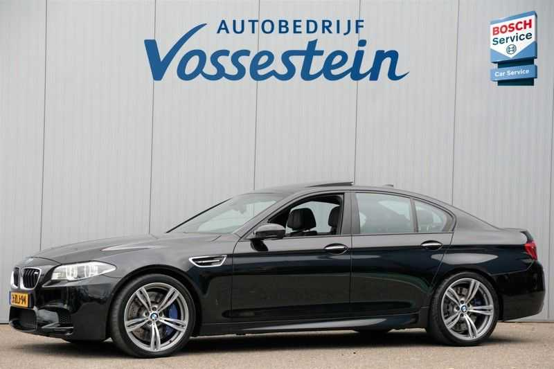 BMW 5 Serie M5 / Schuifdak / Harman Kardon / Side Assist / Head-Up / Stuurverw. / Trekhaak / Massage afbeelding 1