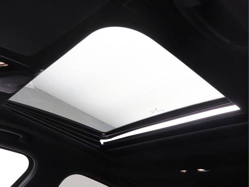BMW 3 Serie 320e High Exe M-Sport Aut. Hybrid afbeelding 19