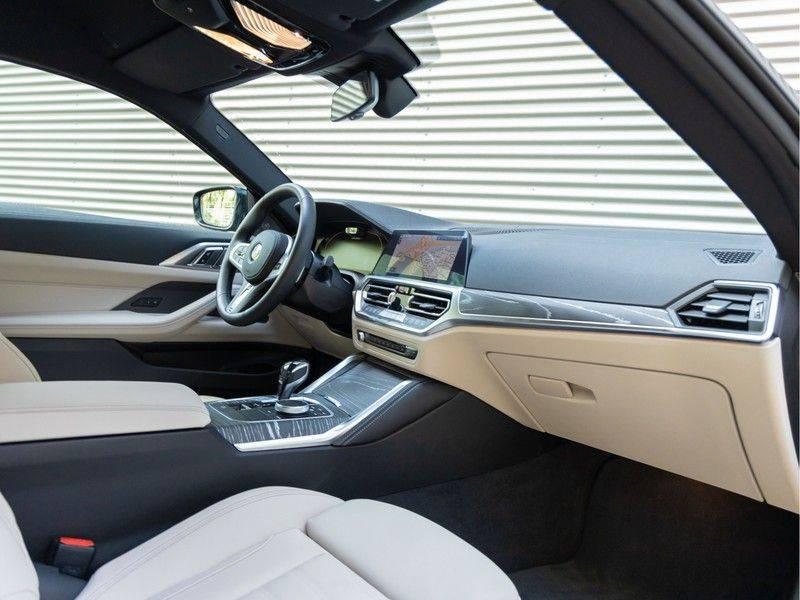 BMW 4 Serie Coupé M440i xDrive - High Executive - M-Remmen - Harman Kardon - Driving Ass Prof afbeelding 14