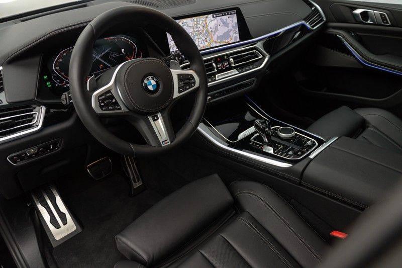 "BMW X5 M40i xDrive 340pk Panoramadak VirtualCockpit ShadowLine Sportleder+Memory Head-Up HarmanKardon Luchtvering Laserlicht AmbientLight Keyless Sportuitlaat 22"" 360Camera ParkAssist Pdc afbeelding 19"