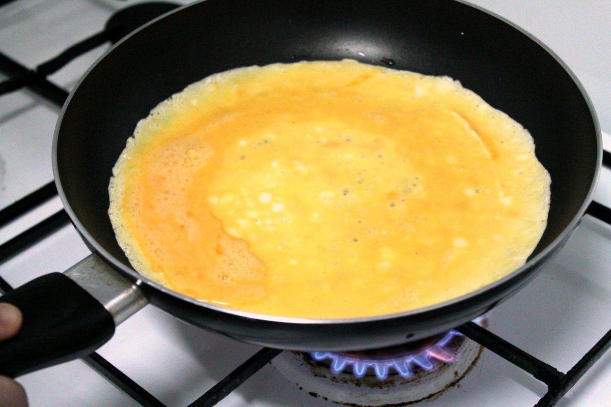 • Omelette bella rotonda, tipo una crepe ma più spessa