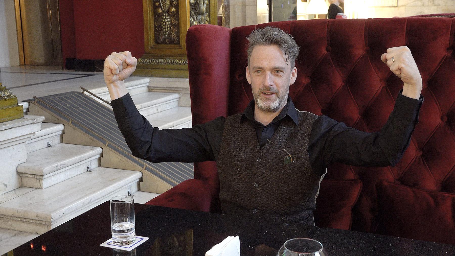 Уилл Сторр во время интервью в Hilton Moscow Leningradskaya Hotel