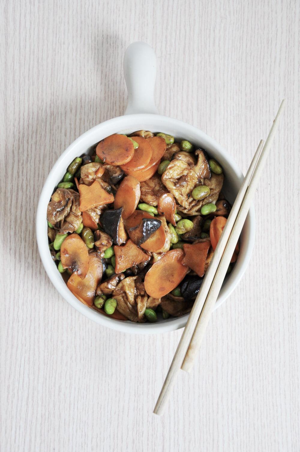 seitan balls with edamame beans, mushrooms and carrot