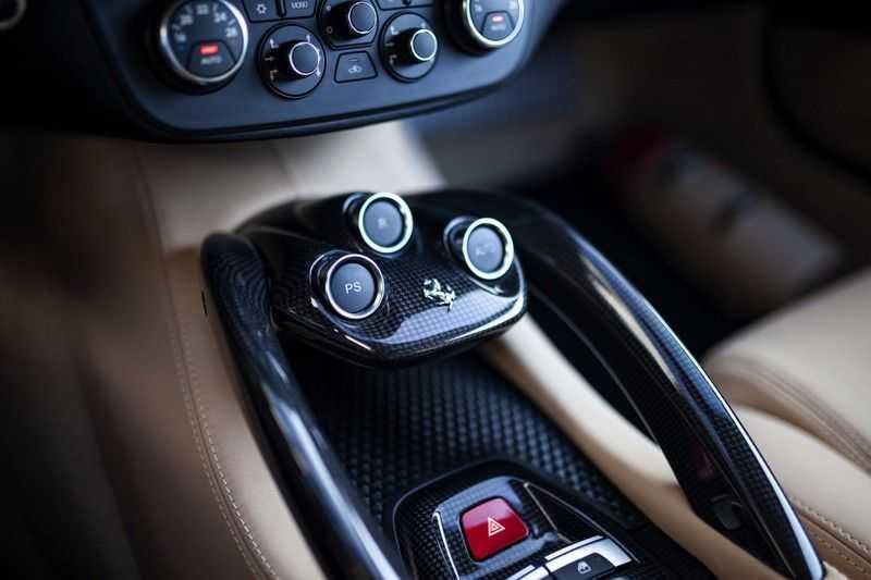 "Ferrari FF 6.3 V12 HELE *Collector Car / Passenger Display / 20"" / Carbon / Memory* afbeelding 21"