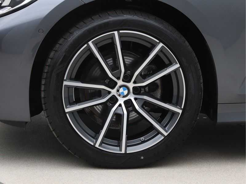 BMW 3 Serie Touring 320d High Executive Edition afbeelding 22