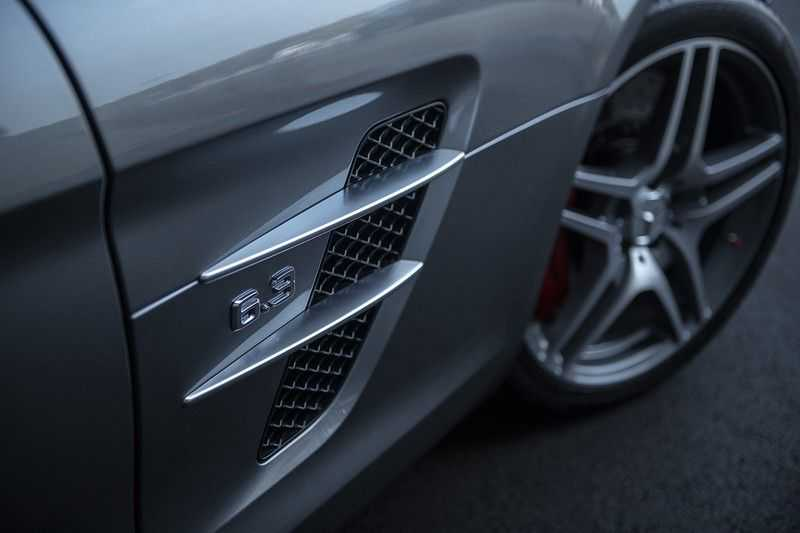 Mercedes-Benz SLS Roadster 6.3 AMG Carbon Pack + MIDDLE GRAY HIMALAYAS + Full Carbon Motor afdekking afbeelding 16
