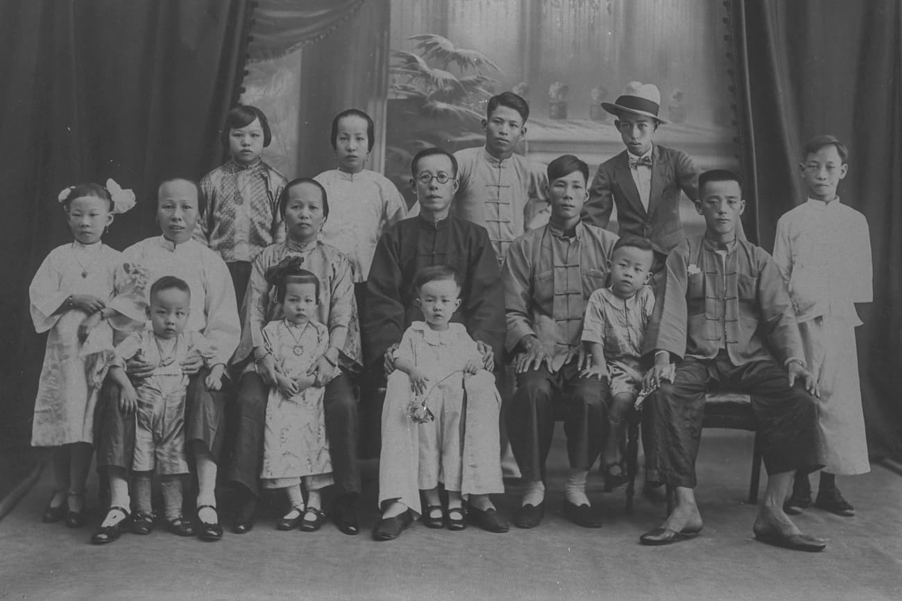 Chinese family, 1920s