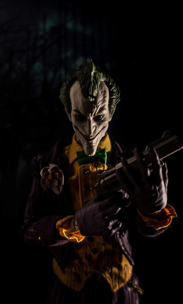 Hot Toys Arkham Asylum Joker 1/6 Scale Figure