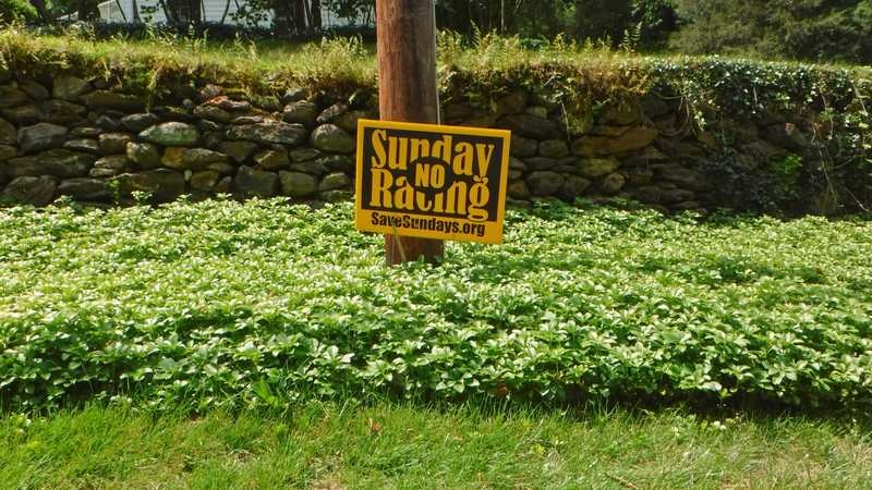 No Sunday racing yard sign