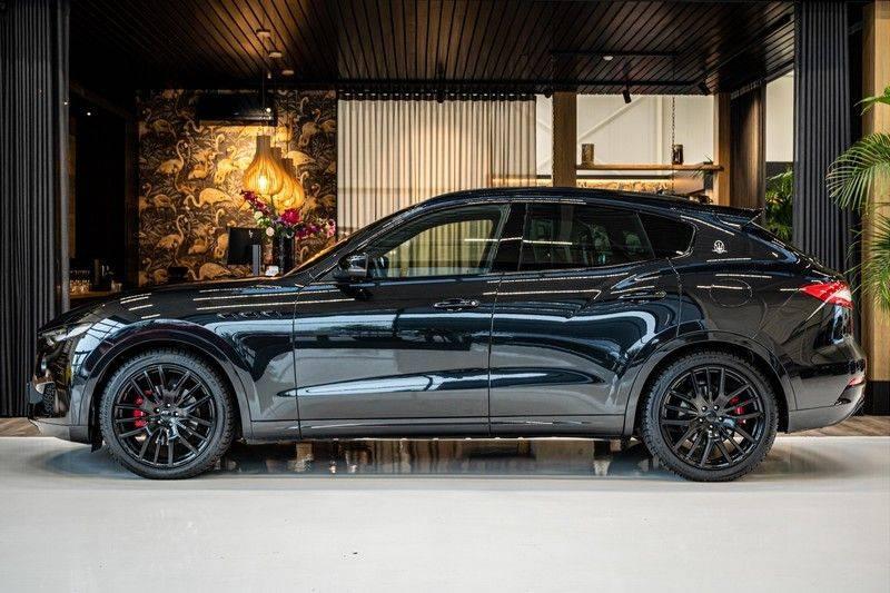 Maserati Levante 3.0 V6 D AWD | BTW | Black pack | Pano | Rood sticksel | Harman Kardon | Voertuigvolgsysteem | Nieuwe onderhoudsbeurt | afbeelding 2