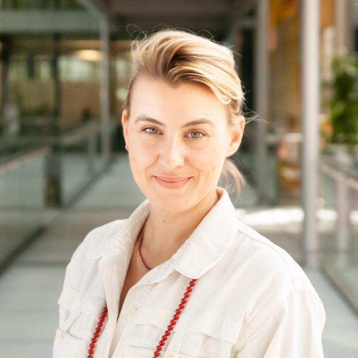 Portrait photo of Nora Ghitescu