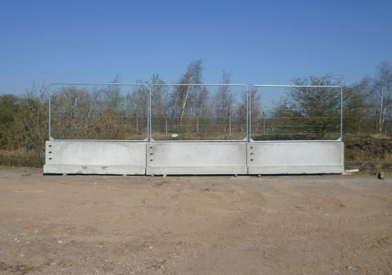 Concrete 3m barriers with fence