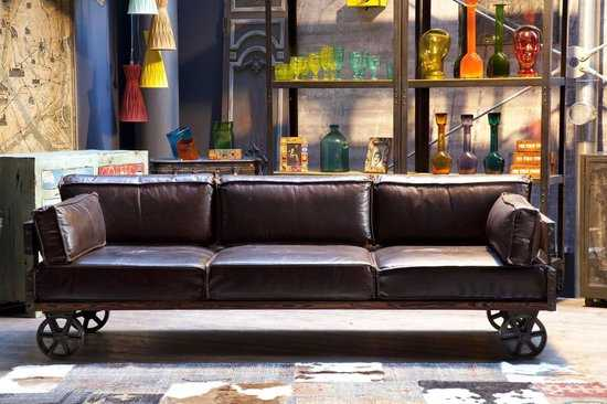 Railway 3zits Bank Kare Design 550x366 Leer