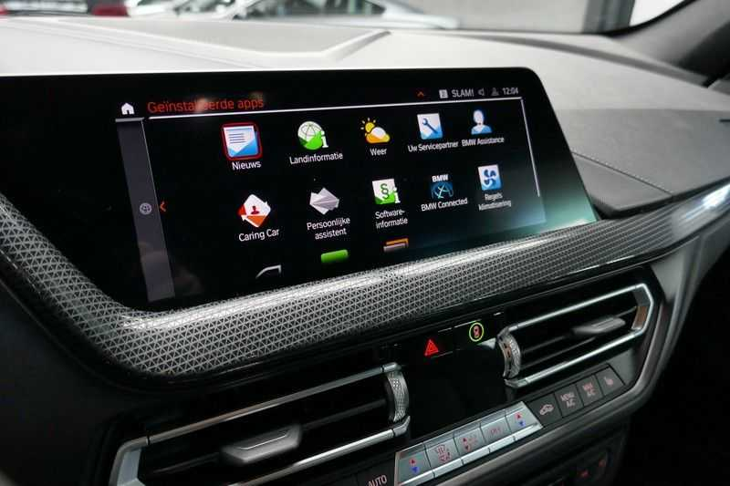 BMW 1 Serie M135i xDrive High Executive Virtual - Led - Panodak afbeelding 25