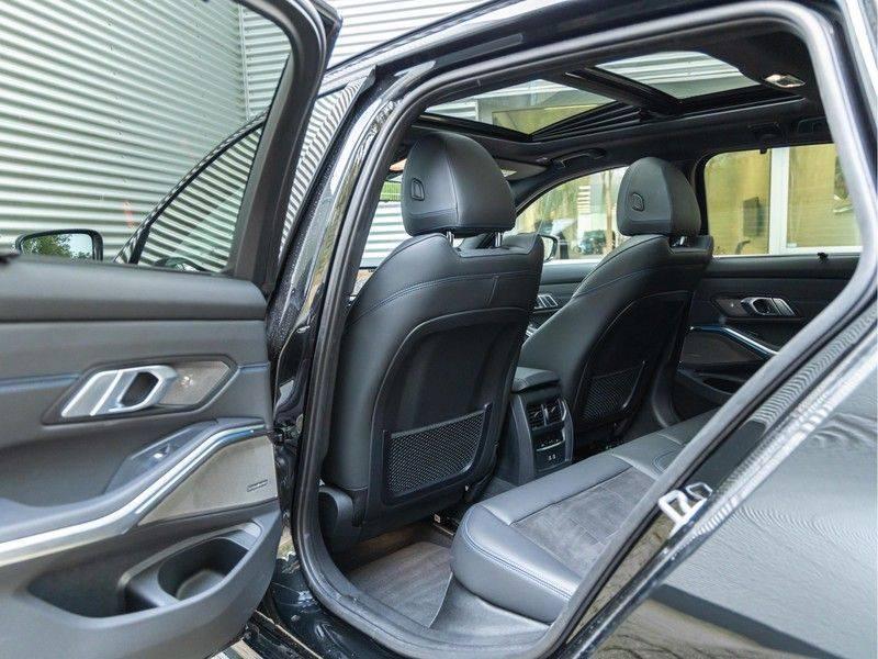 BMW 3 Serie Touring 330e xDrive M-Sport - Panorama - Harman Kardon - Active Cruise afbeelding 17