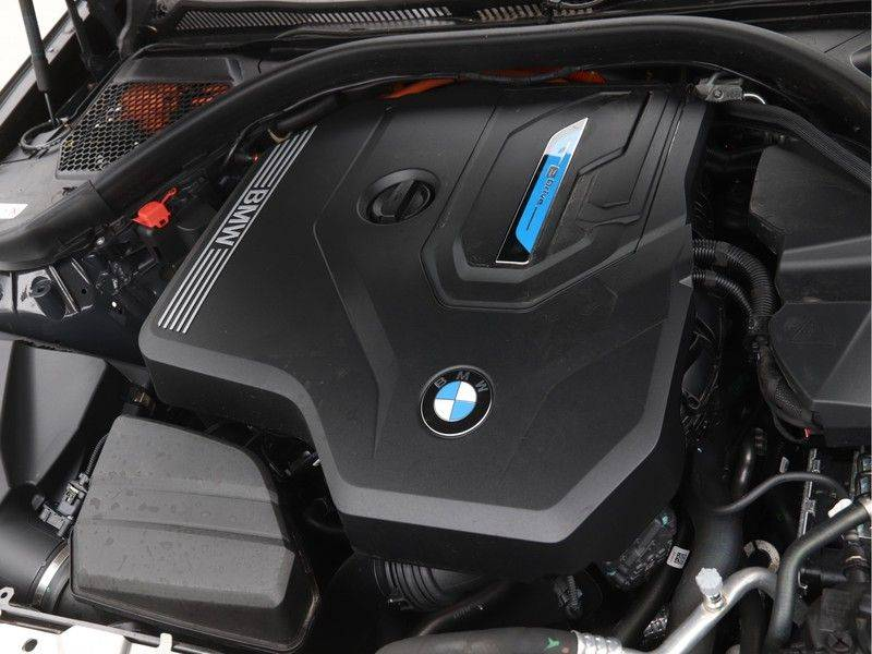 BMW 3 Serie 330Xe Touring High Exe M-Sport Hybrid afbeelding 4