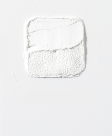 Clindamycin - Light gray backdrop with a white fine powder shaped ina sqaure in the center, with wavy lines carved in.