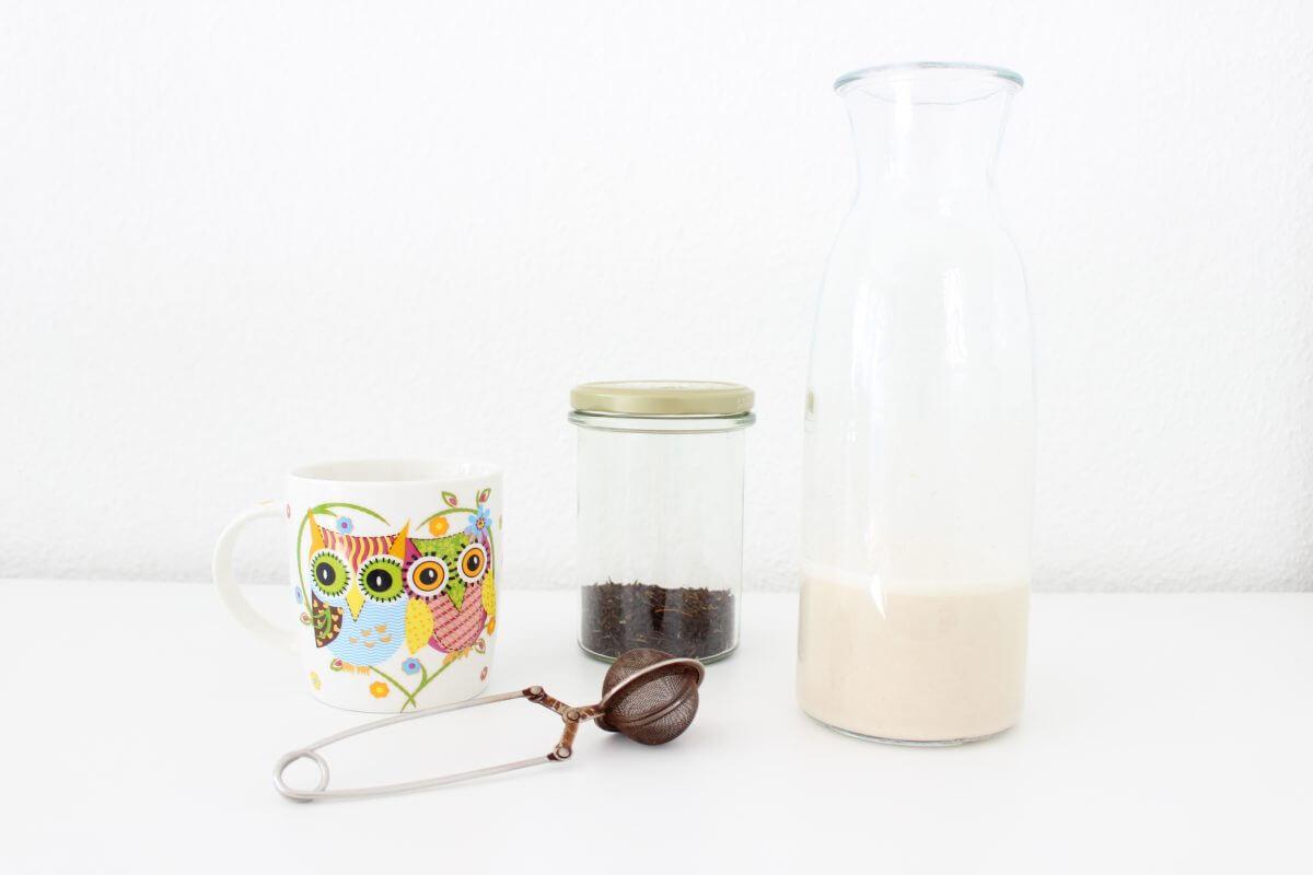 Tee und Mandelmilch