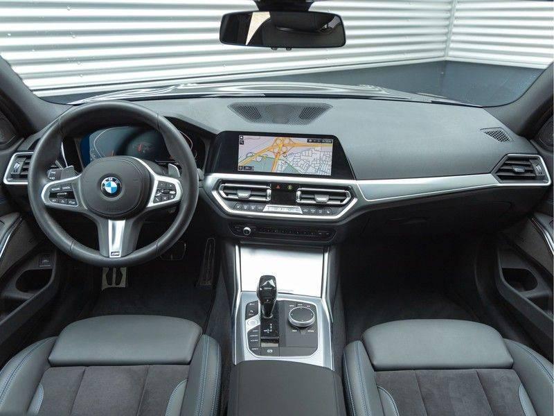 BMW 3 Serie Touring 330i M-Sport - Panorama - Trekhaak - Harman Kardon afbeelding 13