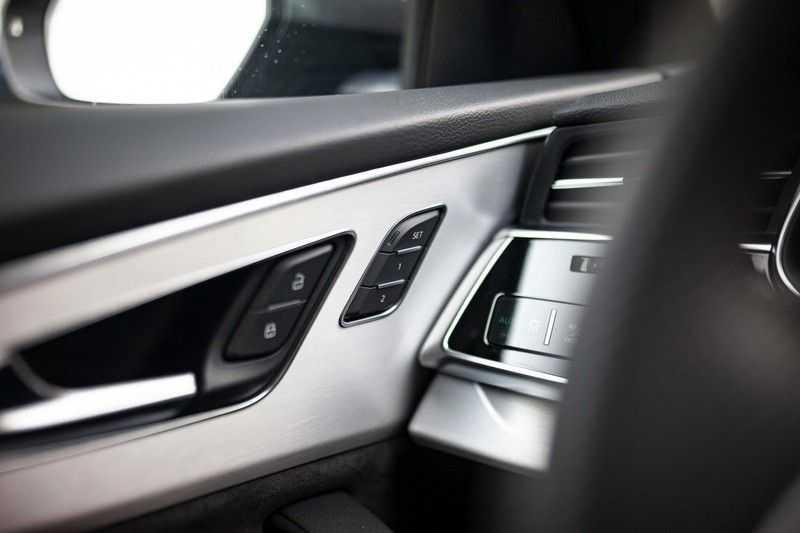 """Audi Q8 50 TDI Quattro *S-line / 23"""" / Panorama / Matrix-LED / Standkachel* afbeelding 17"""