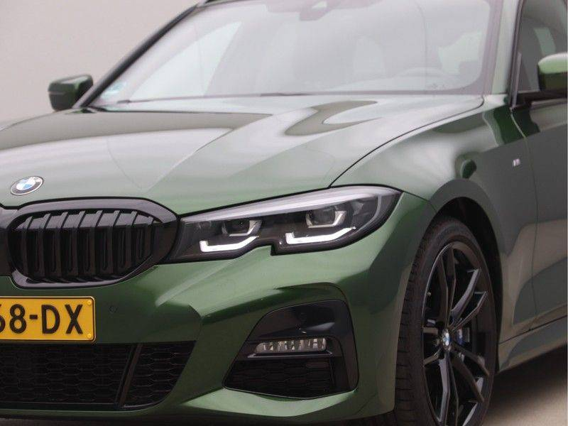 BMW 3 Serie 320i Touring Executive Edition M-sport afbeelding 22