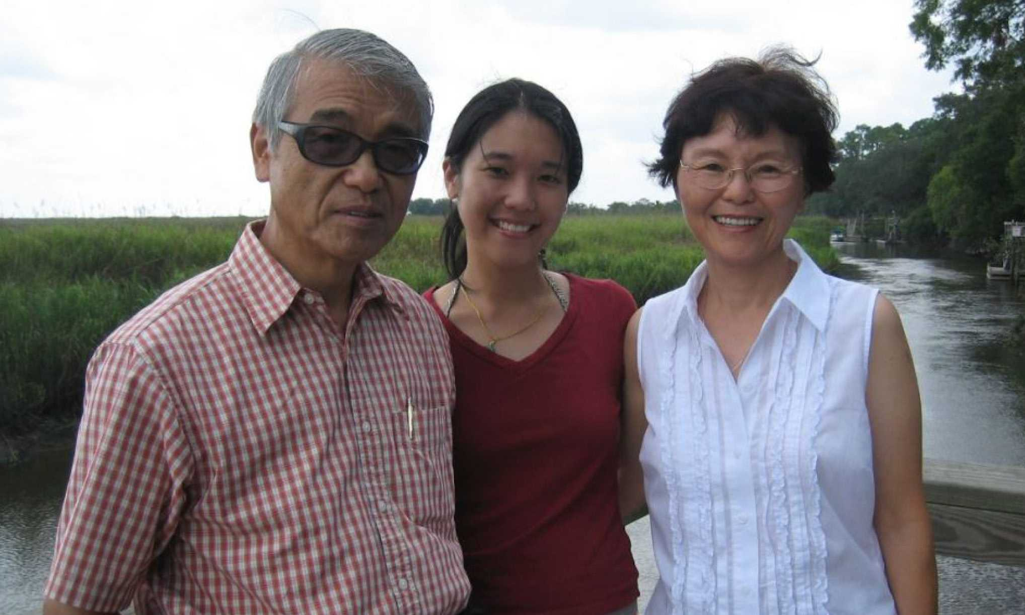 Julie and her parents, Rosa and Jesus.
