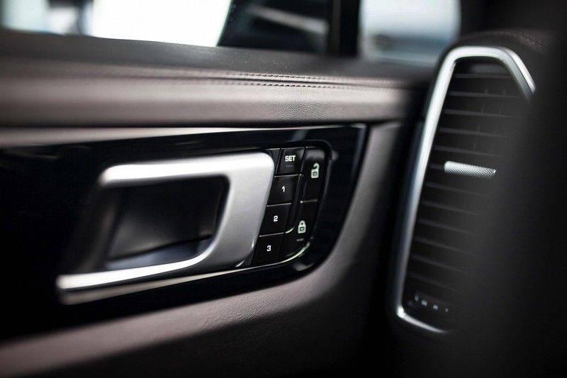 Porsche Cayenne 2.9 S Coupé *BOSE / Sportdesign / 4 Wielbesturing / Memory / Sport Chrono / HUD* afbeelding 25