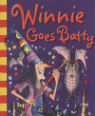 Winnie goes batty by Laura Owen and Korky Paul