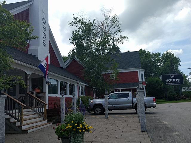 Hobbs Tavern & Brewing Company in West Ossipee, NH (Lakes Region)
