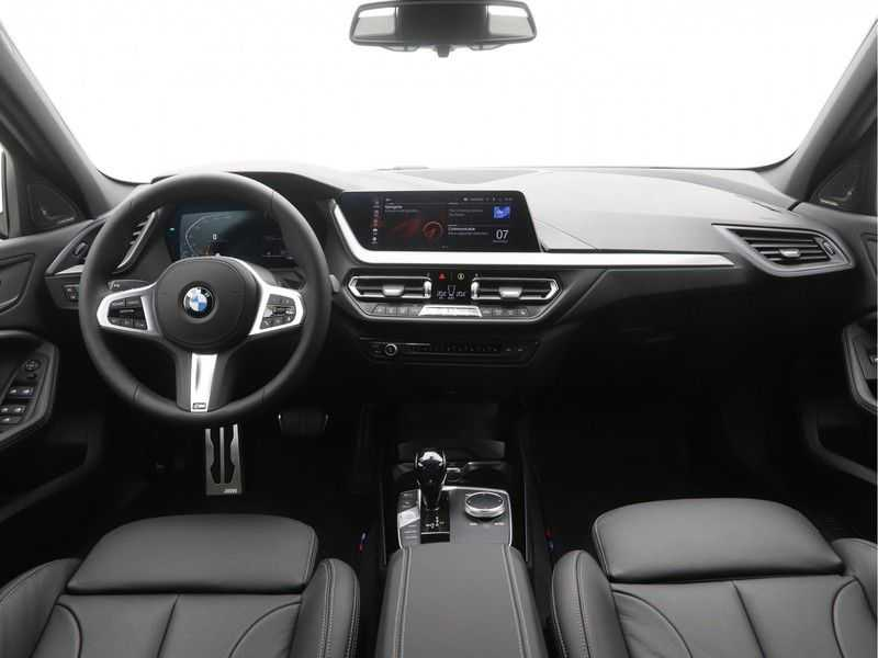 BMW 1 Serie 5-deurs 118i Executive Edition M-Performance Automaat afbeelding 7